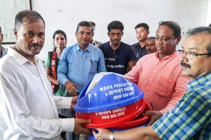 Dustbins being distributed by the production team to Inspector General and Minister Suklabaidya at the Central Jail